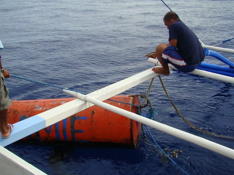 Payaos de manies employés par la pêche artisanale de ligne à main pour le thon de truite saumonnée dans les Philippines images stock