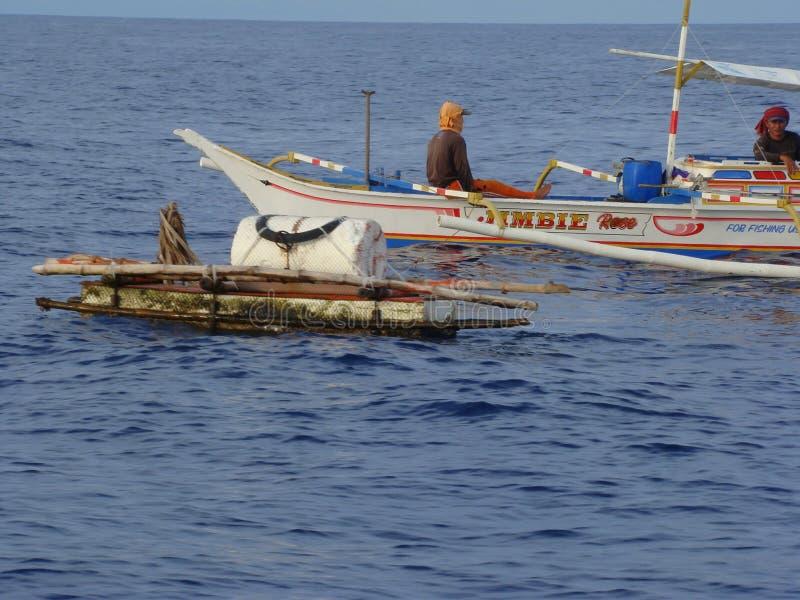 Payaos de manies employés par la pêche artisanale de ligne à main pour le thon de truite saumonnée dans les Philippines photo stock