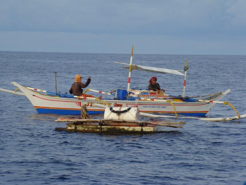 Payaos de manies employés par la pêche artisanale de ligne à main pour le thon de truite saumonnée dans les Philippines photographie stock