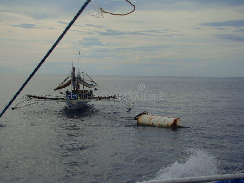Payaos di mode utilizzati dall'industria della pesca artigianale della lenza a mano per il tonno albacora nelle Filippine fotografia stock libera da diritti