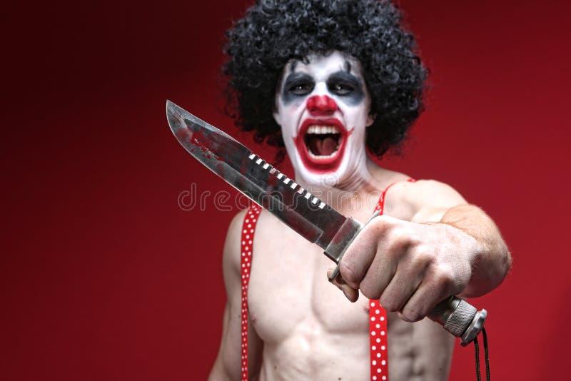 Payaso fantasmagórico Holding un cuchillo sangriento foto de archivo