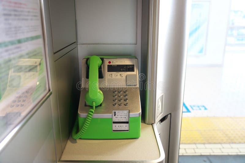 Payphone of openbare die telefoon bij een dek in Shinkansen-trein wordt geïnstalleerd royalty-vrije stock foto's