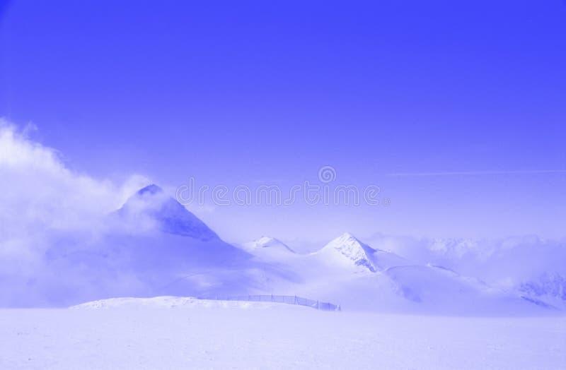 Download Pays des merveilles photo stock. Image du crêtes, europe - 90766