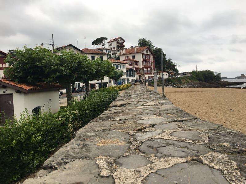 Pays français de basque de côte de village photos stock