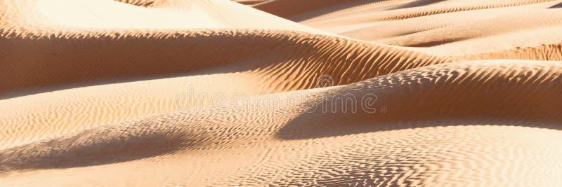 Paysage abstrait panoramique dans le désert de dunes de sable du Sahara, Tunisie photos stock