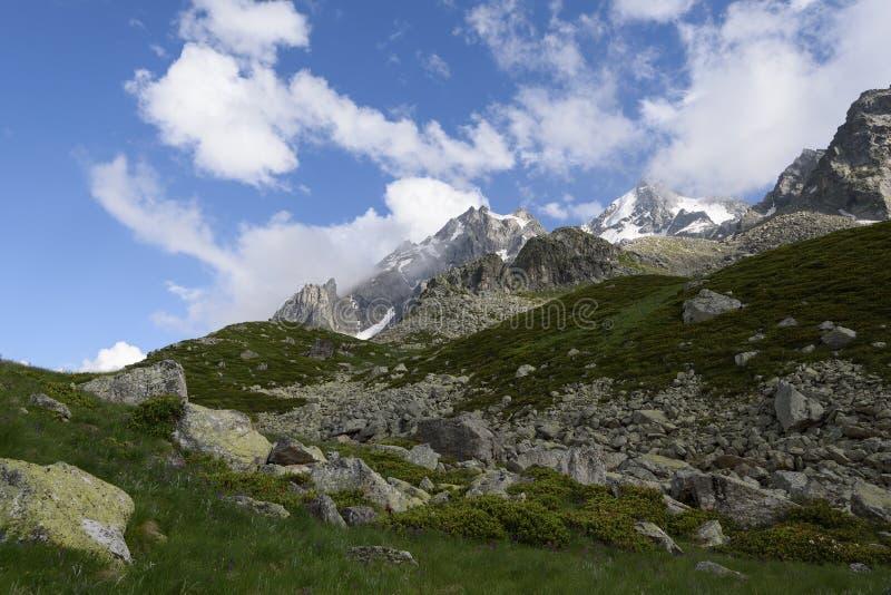 Download Paysage alpin tôt le matin photo stock. Image du beauté - 76089840