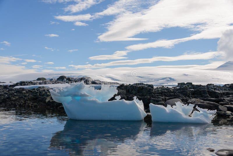 Paysage antarctique avec l'iceberg images stock