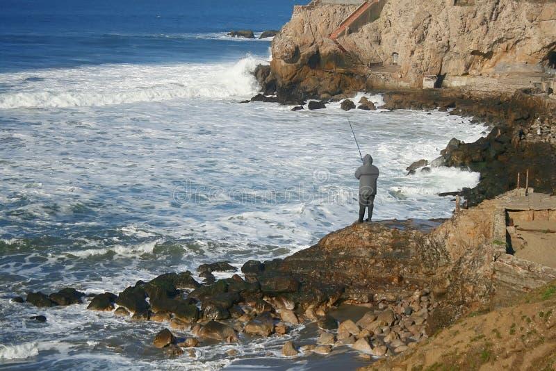 Paysage avec Fishmen sur la plage d'océan image libre de droits