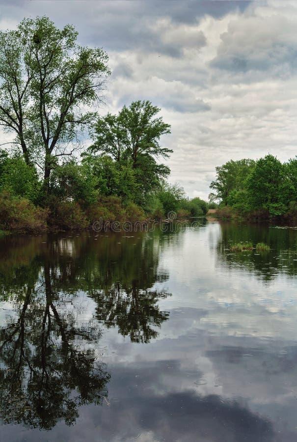 Paysage avec l'image du côté de rivière photographie stock