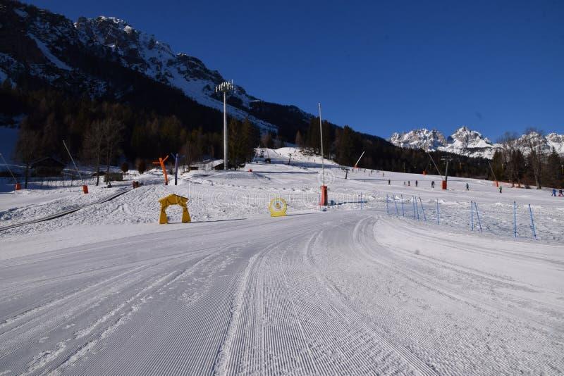 Paysage avec la neige en Forni di Sopra images libres de droits