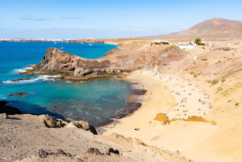 Paysage avec la plage célèbre de Papagayo sur l'île de Lanzarote en Îles Canaries, Espagne image libre de droits