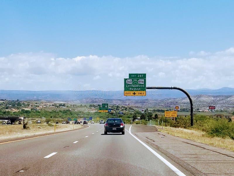 Paysage avec la route en Arizona Etats-Unis photos stock