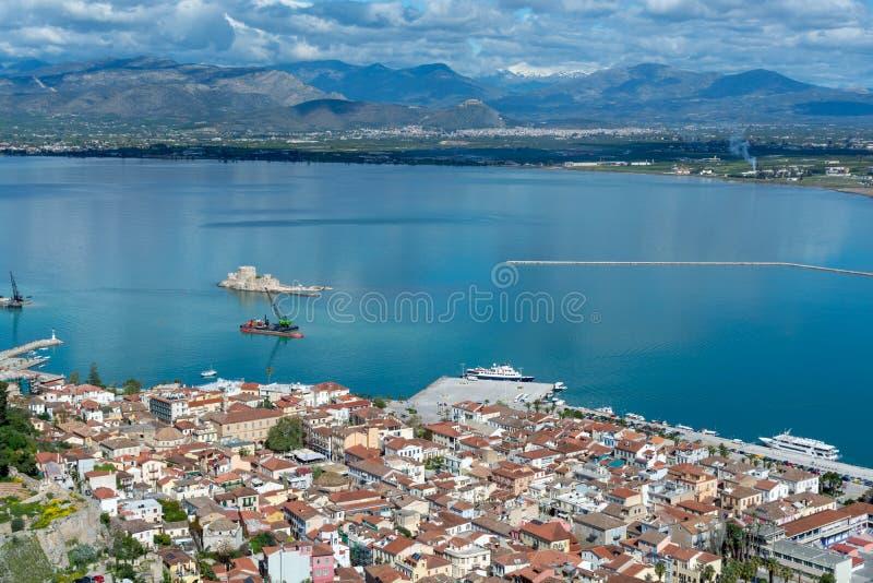 Paysage avec la vue sur Nafplio, ville de port maritime dans le P?loponn?se en Gr?ce, capital de l'unit? r?gionale d'Argolis, voy photos stock