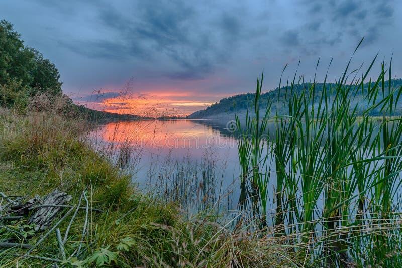 Paysage avec le coucher du soleil en Sibérie images libres de droits