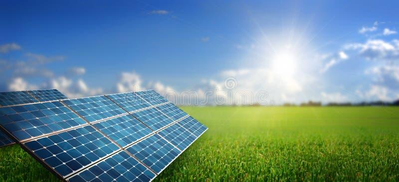 Paysage avec le panneau solaire photo stock