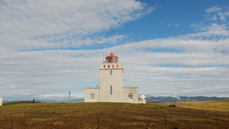 Paysage avec le phare d'Islande du sud images stock