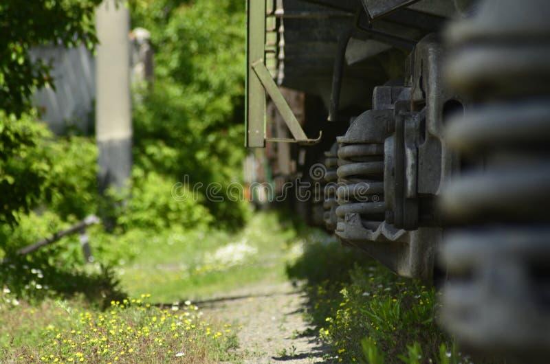 Paysage avec un train de fret Chariot ferroviaire photos libres de droits
