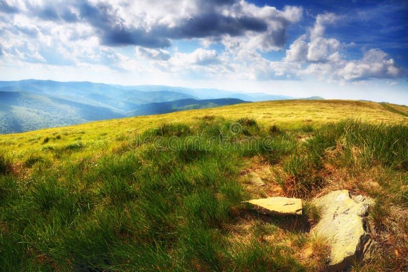 Paysage Bieszczady Pologne de collines de montagnes photos libres de droits