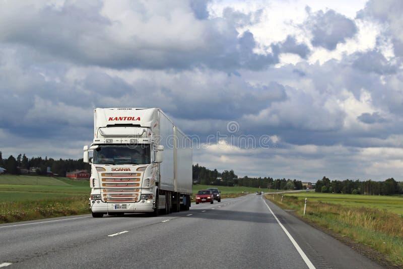 Paysage blanc de camion de cargueur de Scania photo libre de droits