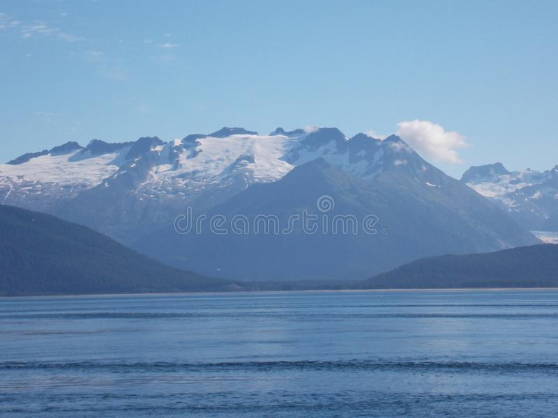 Paysage côtier de l'Alaska images libres de droits