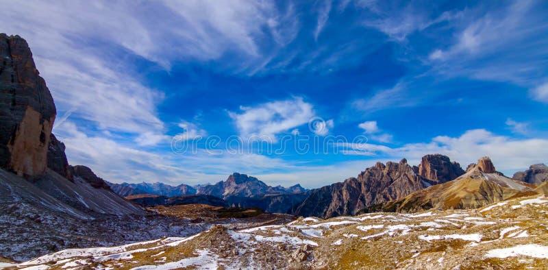 Paysage coloré d'automne dans les Alpes italiens, dolomite, Italie, l'Europe photos stock