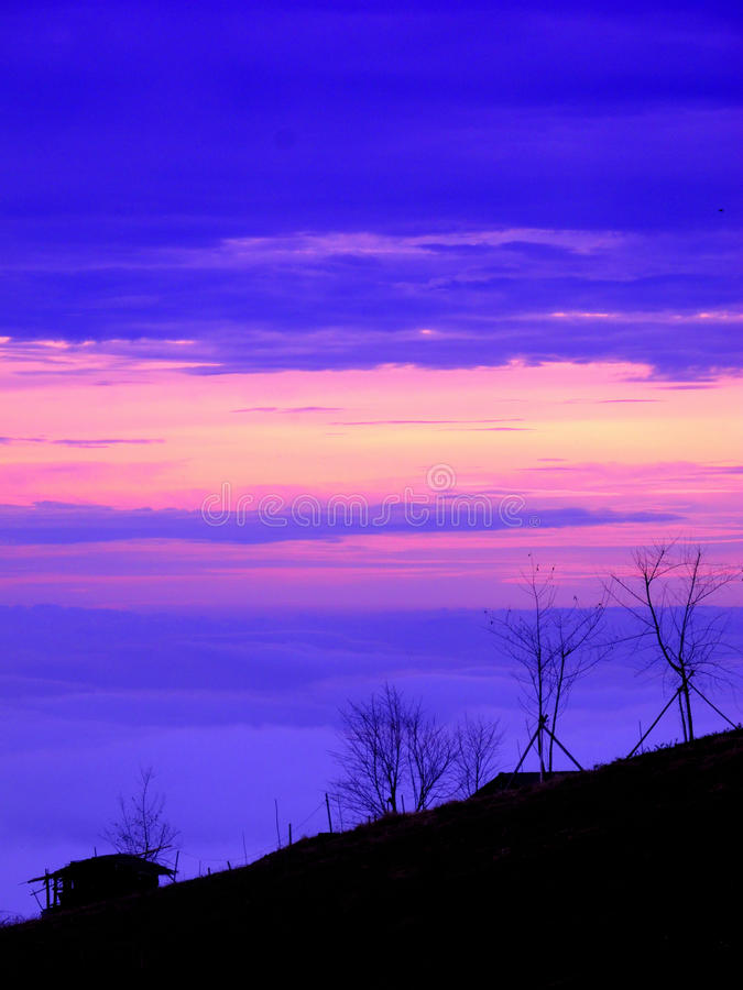 Download Paysage crépusculaire photo stock. Image du bleu, crépuscule - 45367162
