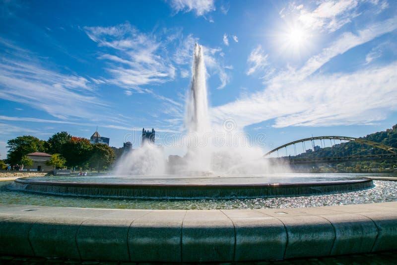 Paysage d'été de fontaine de parc d'état de point à Pittsburgh photographie stock