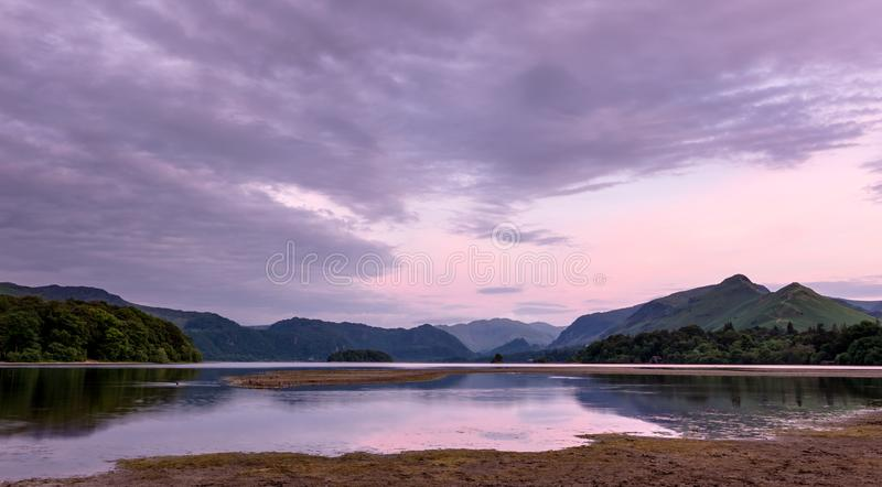 Paysage d'été - secteur de lac, Angleterre photographie stock libre de droits