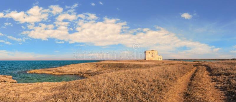 Paysage d'été : une réserve naturelle de Torre Guaceto BRINDISI (Pouilles) - ITALIE image stock