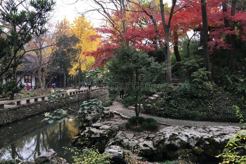 Paysage d'automne au jardin chinois antique à Suzhou photo libre de droits