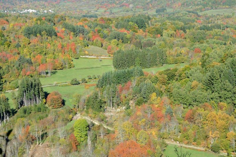 Paysage d'automne dans Pyrénées, Frances photo libre de droits
