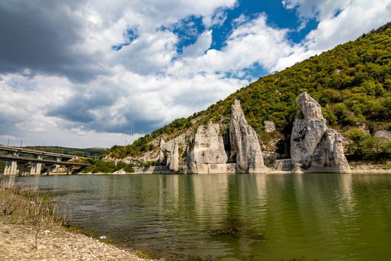 Paysage d'automne, falaises merveilleuses, Bulgarie image stock