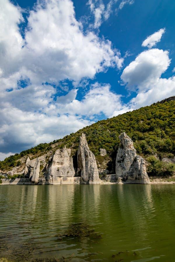 Paysage d'automne, falaises merveilleuses, Bulgarie image libre de droits