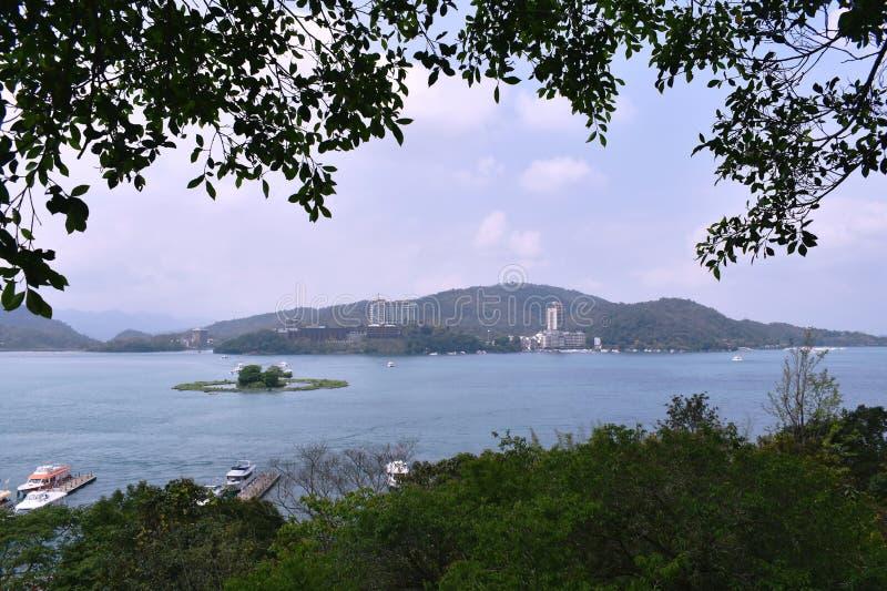 paysage d'emplacement de voyage de lac de lune du soleil à Taïwan images stock
