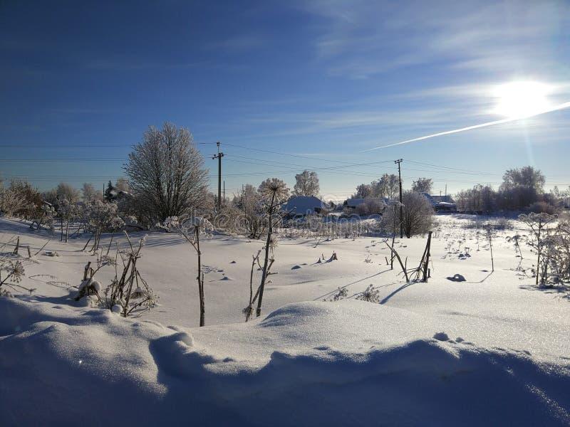 Paysage d'hiver dans les endroits à distance russes à partir des secteurs peuplés photo libre de droits
