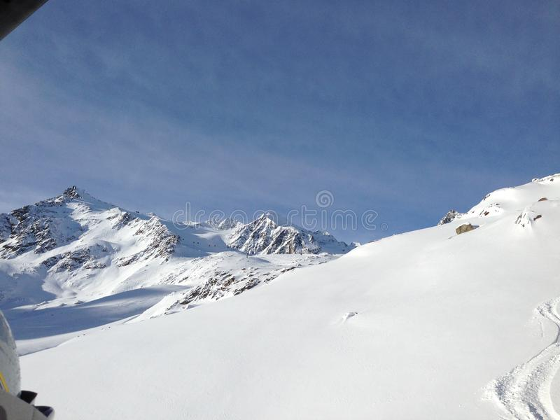 Paysage d'hiver de montagnes images stock