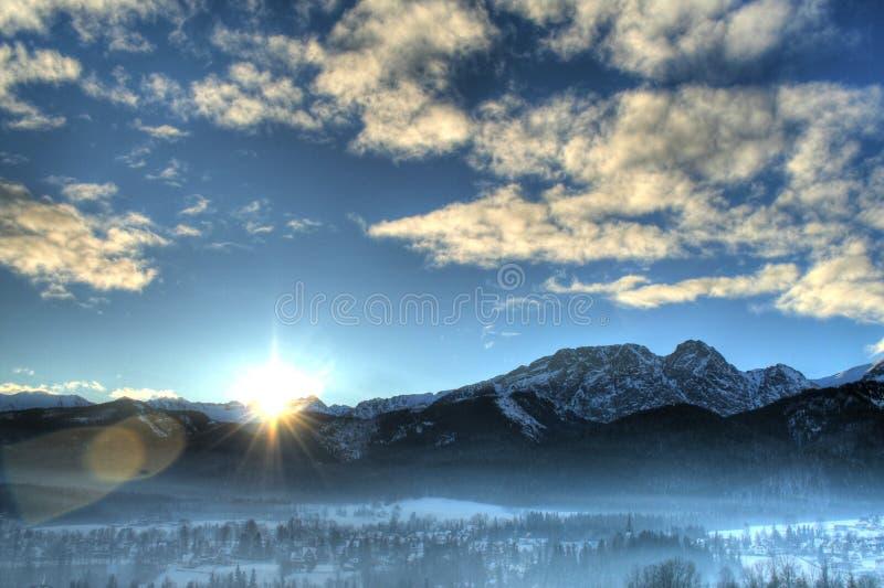 Paysage d'hiver pendant le matin images stock
