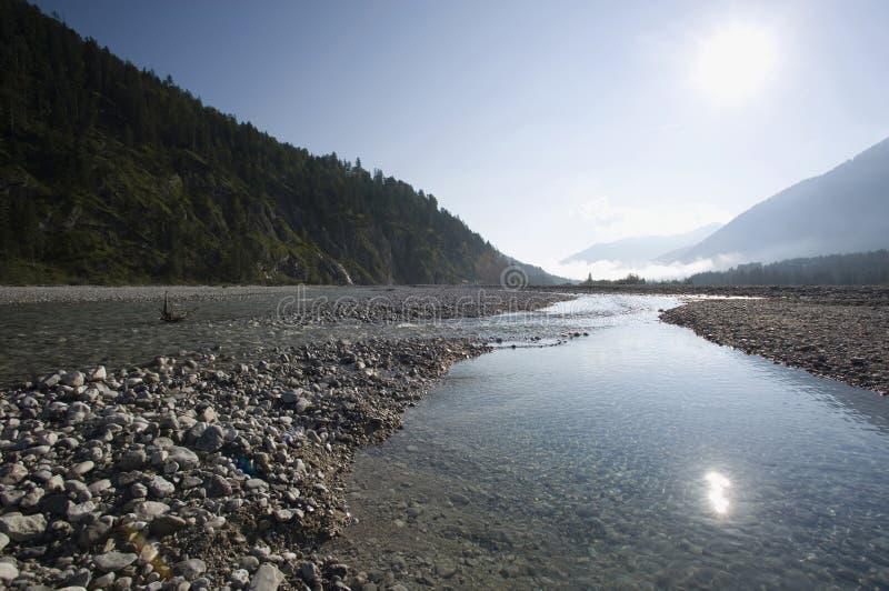 paysage d'Isar de rivière de terre de tölzer de la Bavière de l'Allemagne images libres de droits