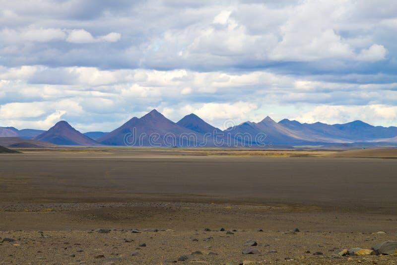 Paysage d?sol? le long des montagnes centrales de l'Islande photos libres de droits