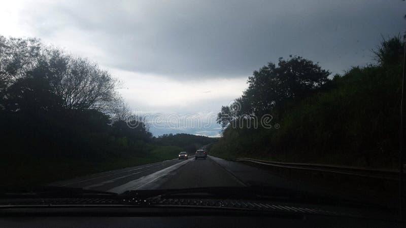Paysage d'une route à l'intérieur du pays image libre de droits