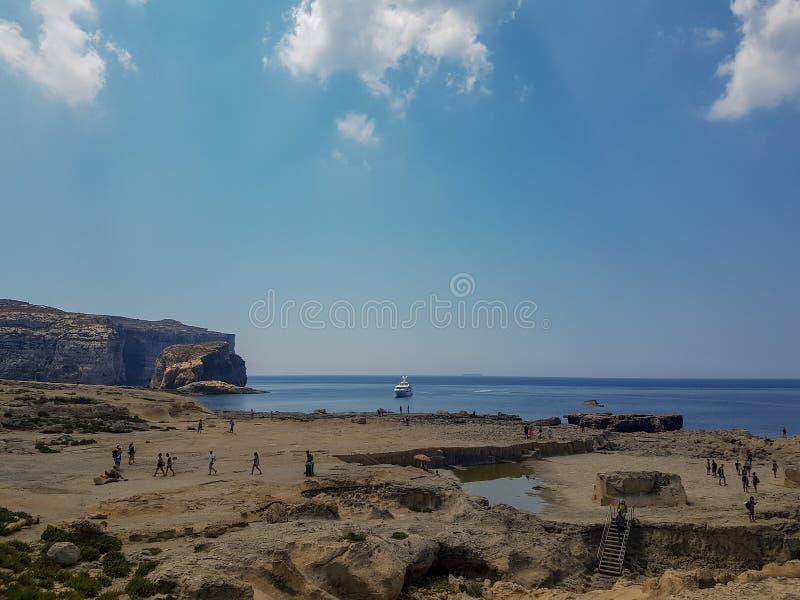 Paysage dans Gozo avec des personnes photo stock