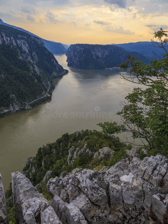 Paysage dans les gorges de Danube images libres de droits