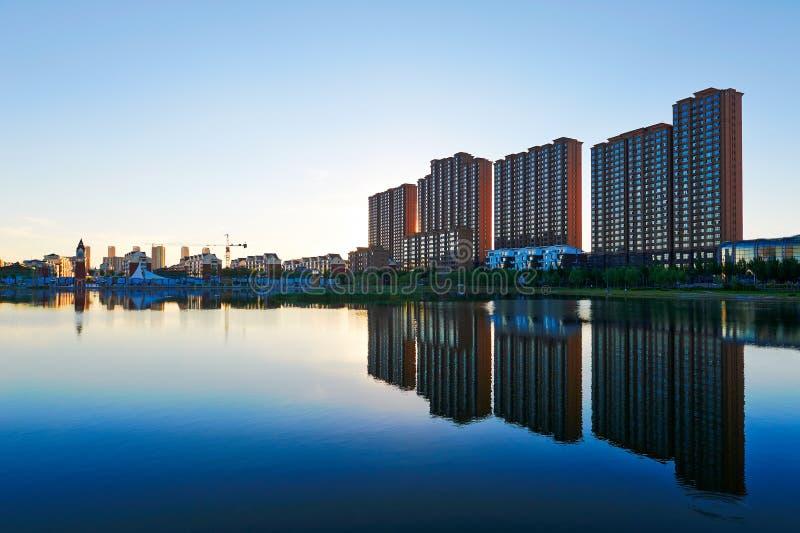 Paysage Daqing de bâtiments de Waterside photos stock
