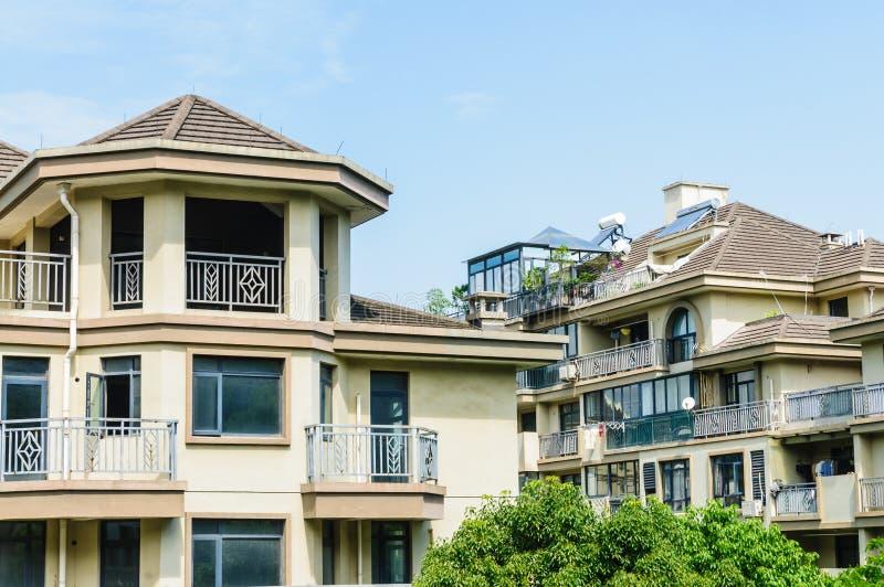 Paysage de bâtiment de groupe de villas images stock