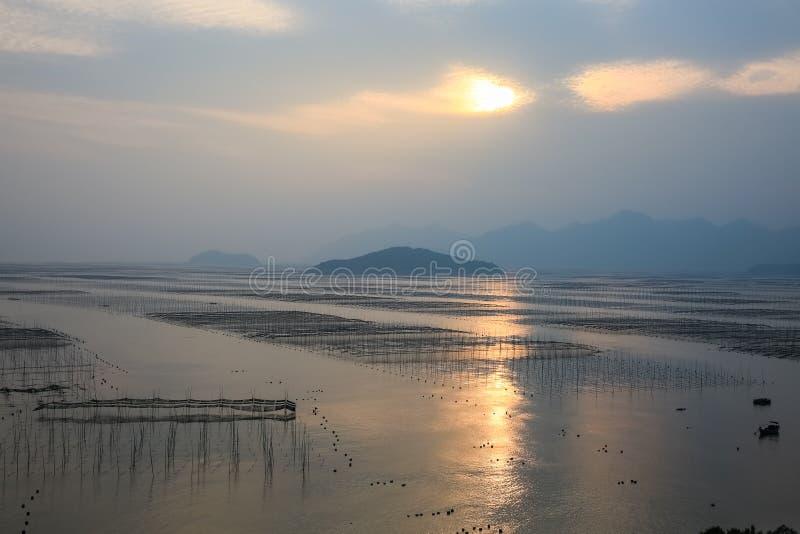 Paysage de bancs de Xiapu dans le coucher du soleil images stock