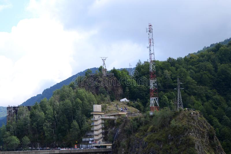 Paysage de barrage de Vidraru et d'homme de l'électricité photo libre de droits