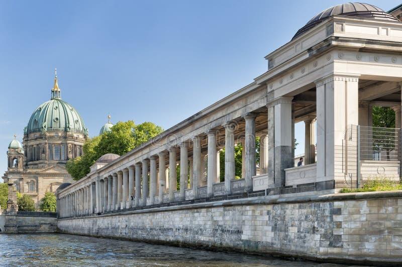 Paysage de Berlin le long de la rivière photos libres de droits