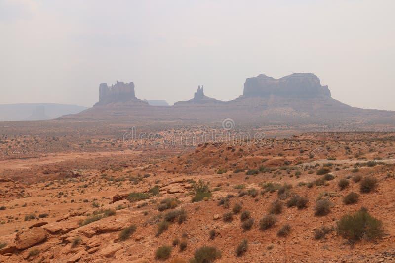 Paysage de brouillard en Arizona, vall?e de monument Color?, tourisme images libres de droits