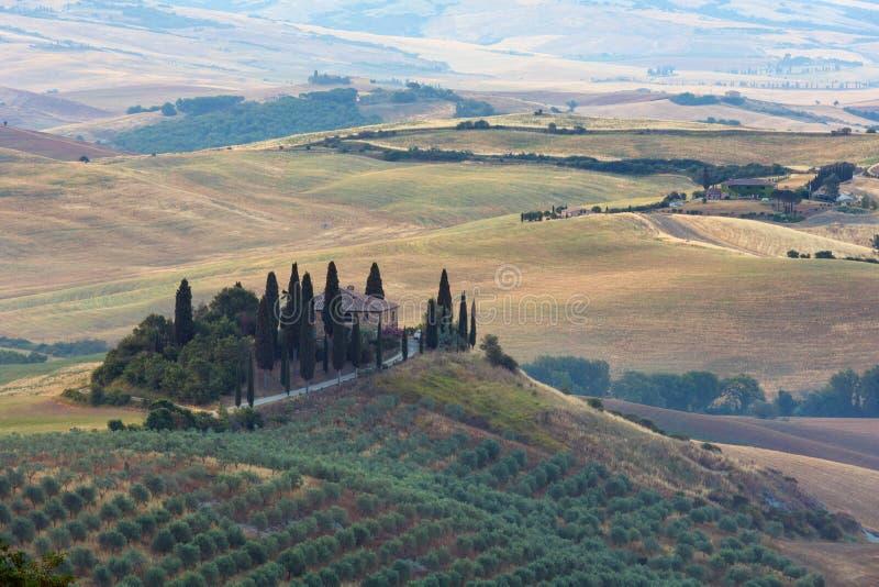 Paysage de campagne de lever de soleil de la Toscane, Italie photos stock