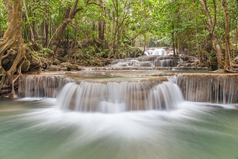Paysage de cascade profonde de forêt en parc national, Kanjanaburi photographie stock libre de droits